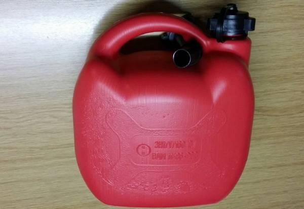 Kunststoff Benzinkanister zugelassen nach UN/BAM für 5 Ltr. Treibstoff inklusive 1 Ausgießer