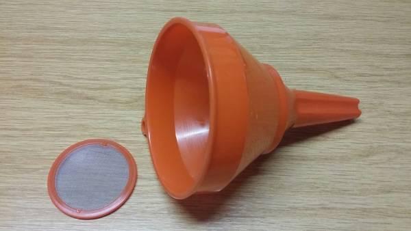 Benzin- / Öl-Einfülltrichter aus Kunststoff mit Filtersieb