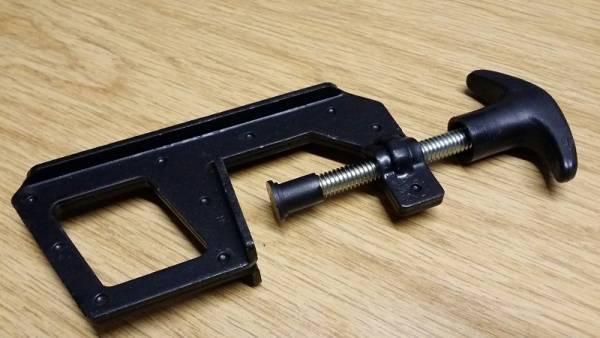 Messerblokierwerkzeug für Rasenmähermesser
